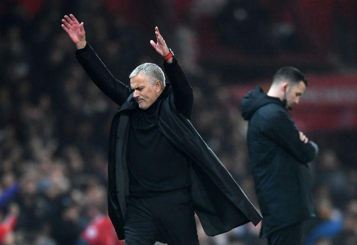 José Mourinho pirraður á hliðarlínunni í gær.