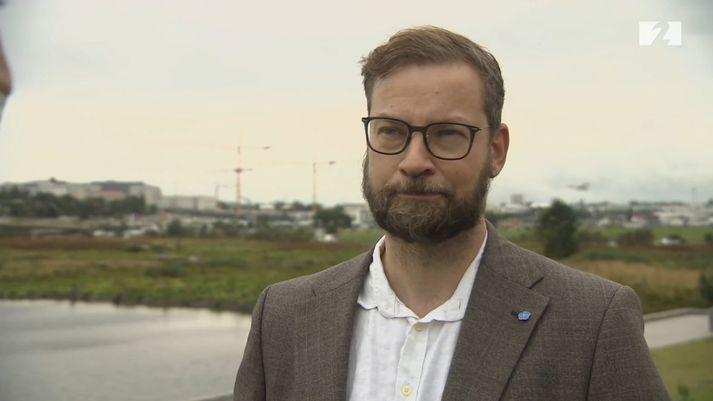 Björn Leví Gunnarsson, þingmaður Pírata, benti á að hann fengi ekki að nota stafræna ökuskírteini sitt á kjörstað.