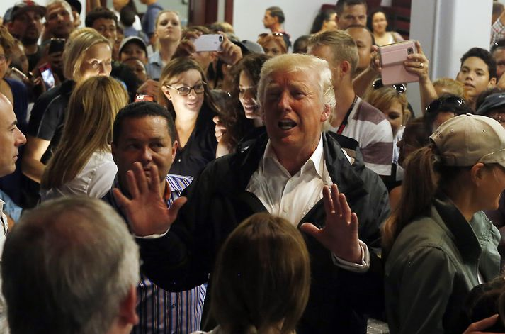 Þegar Trump heimsótti Púertó Ríkó rétt eftir að María gekk yfir sagði hann fólki sem hann hitti meðal annars að skemmta sér vel.
