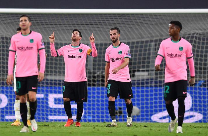 Lionel Messi fagnar marki sínu gegn Juventus í gærkvöld ásamt samherjum sínum.