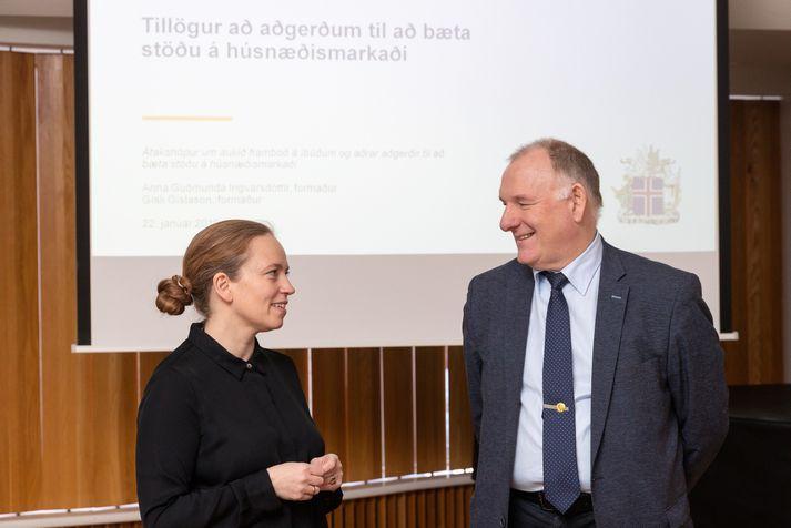 Anna Guðmunda Ingvarsdóttir, aðstoðarforstjóri Íbúðalánasjóðs, og Gísli Gíslason, hafnarstjóri Faxaflóahafna, voru formenn átakshópsins.