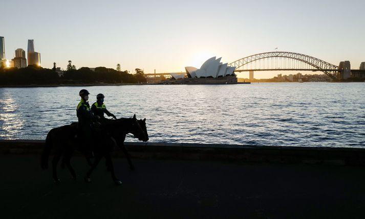 Lögregluþjónar viðhafa eftirlit í Sydney.