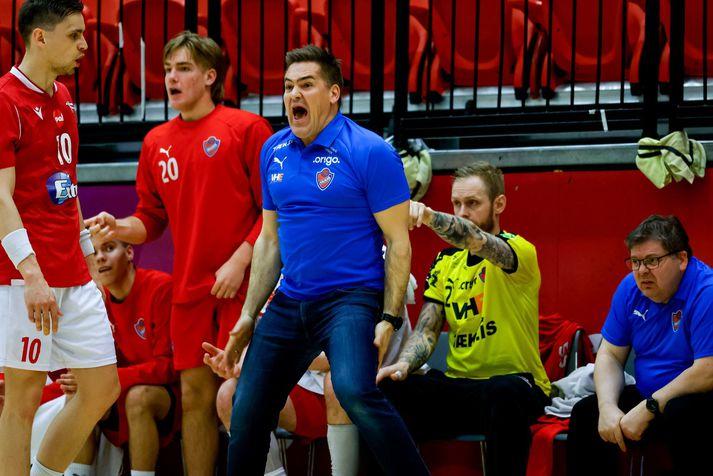 Aron Kristjánsson á hliðarlínunni í kvöld.