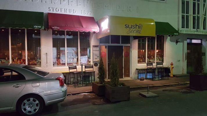 Allt var með kyrrum kjörum við Sushi Social um ellefuleytið í kvöld þegar þessi mynd var tekin.