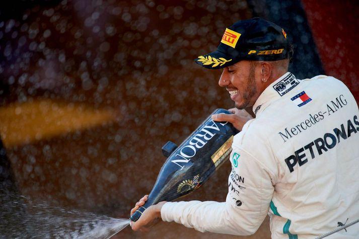 Lewis Hamilton spreyjaði kampavíninu á Spáni í dag