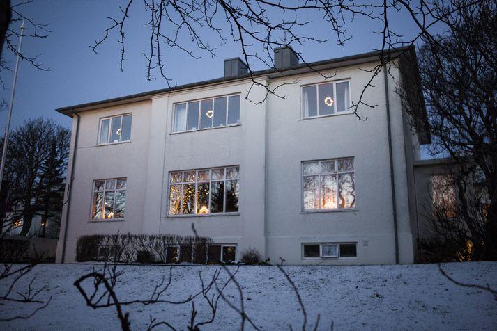 Embættisbústaður biskups Íslands í Bergstaðastræti 75 er reisulegt hús í hjarta miðbæjarins.
