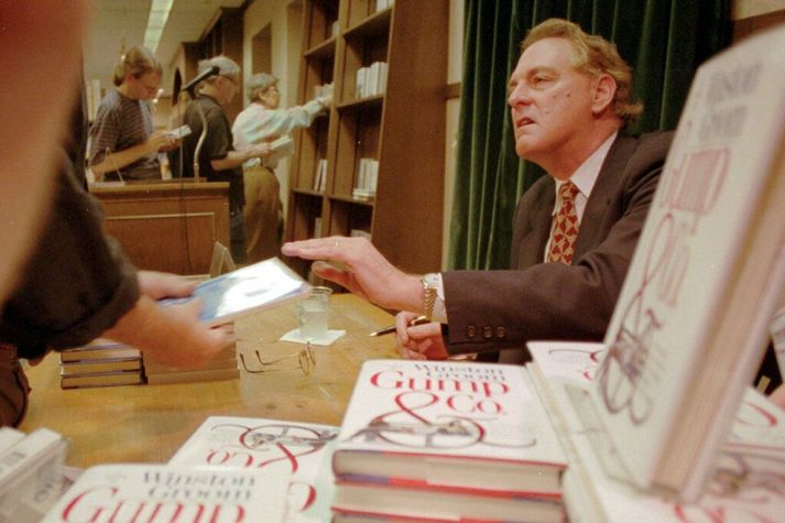 Í kjölfar kvikmyndarinnar um Forrest Gump gaf Groom út framhaldssögu, Gump & Co, árið 1995.