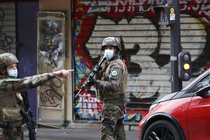 Mikill viðbúnaður lögreglu og hers var í París vegna árásarinnar.