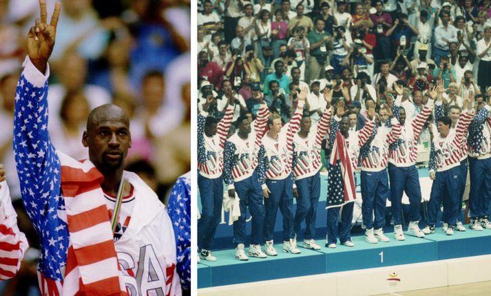 Michael Jordan með fánann yfir öxlinni.