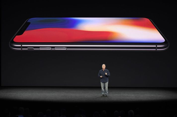Phil Schiller markaðsstjóri Apple kynnti iPhone X á viðburðinum í dag.