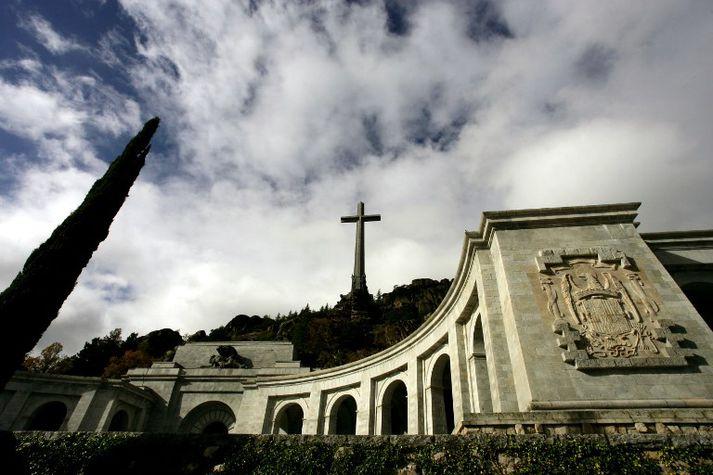 Valle de los Caídos er að finna norðvestur af höfuðborginni Madríd.