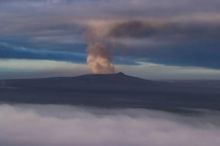 Gos er hafið í eldfjallinu Kilauea.