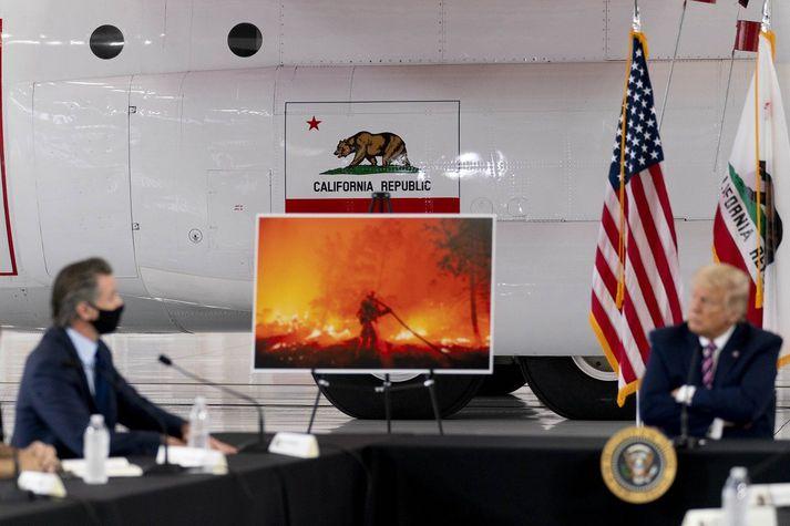 Gavin Newsom, ríkisstjóri Kaliforníur, og Donald Trump, forseti Bandaríkjanna, á fundi í gær.