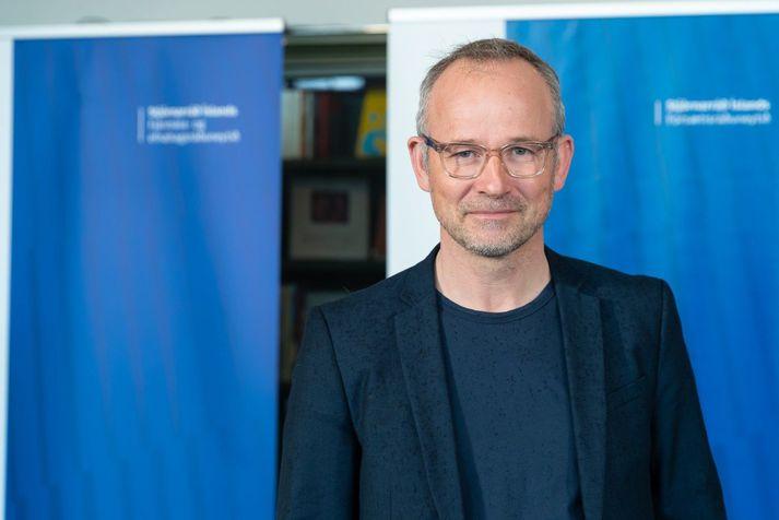 Róbert Marshall var ráðinn upplýsingafulltrúi ríkisstjórnarinnar í mars 2020.