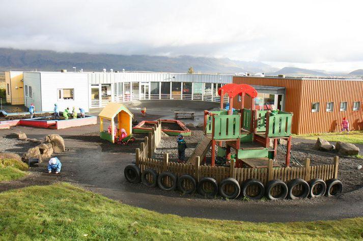 Hulduheimar er fjögurra deilda skóli með um áttatíu börnum á aldrinum 12 mánaða til 6 ára.