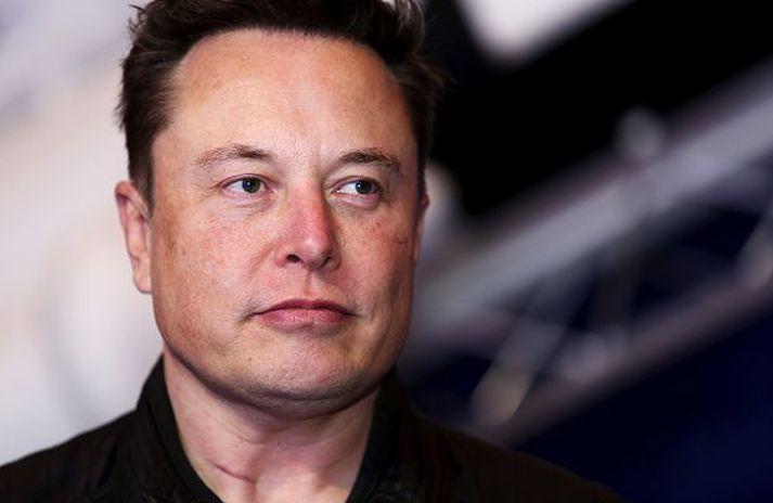 Elon Musk, forstjóra Tesla, finnst greinilega ekki gaman að vera forstjóri Tesla.