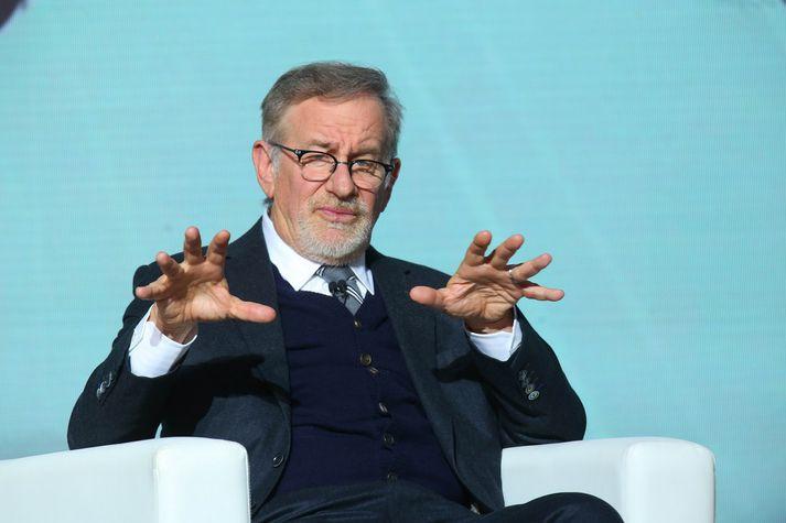 Steven Spielberg er hér mögulega að útskýra hvernig hann þarf einungis að snerta handrit til að breyta því í peninga.