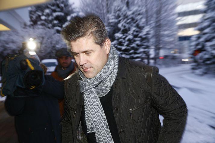 Bjarni Benediktsson, formaður Sjálfstæðisflokksins, kemur til fundarins í morgun.