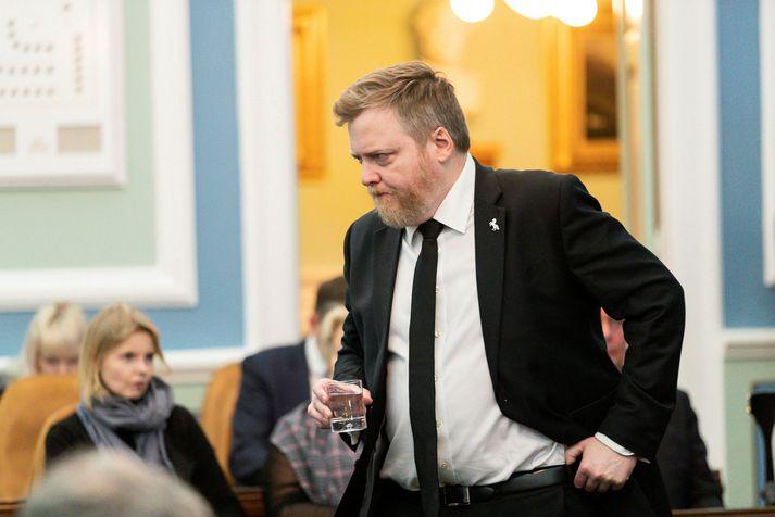 Sigmundur Davíð Gunnlaugsson, formaður Miðflokksins, ávarpar flokksráðsfundinn við upphaf hans.