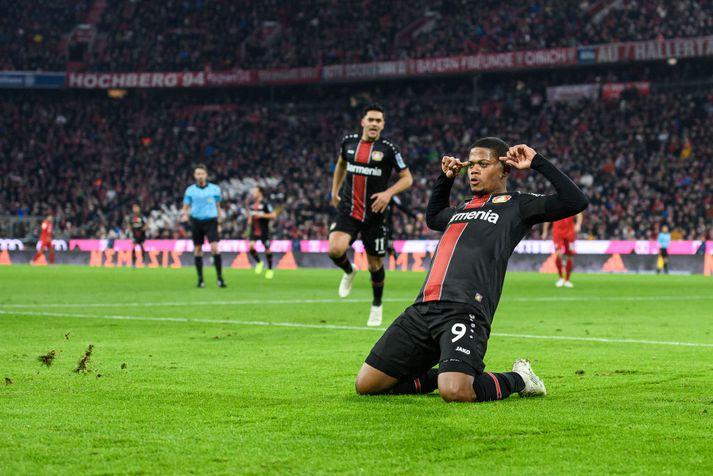 Leon Bailey fagnar marki með Leverkusen.
