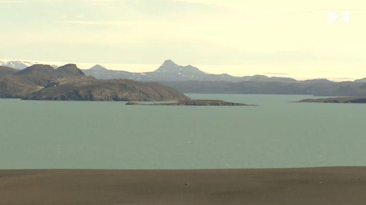 Frá Þórisvatni. Vatnajökull í baksýn.
