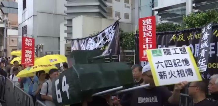 Ganga til minnis um blóðbaðsins á Tiananmen torgi.