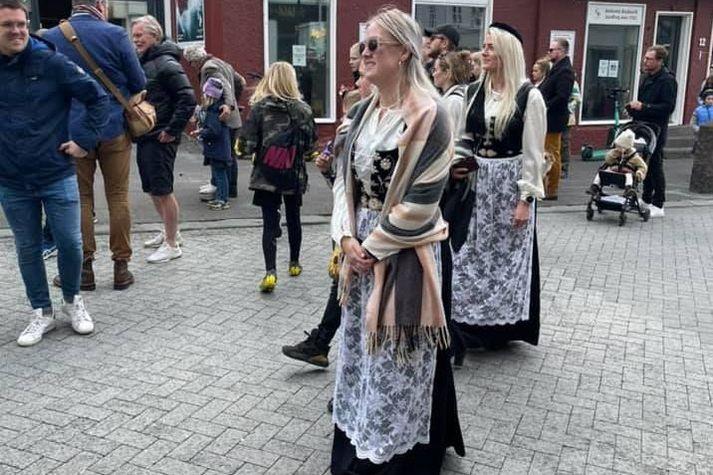 Þjóðlegt um að lítast í miðbæ Reykjavíkur í dag.
