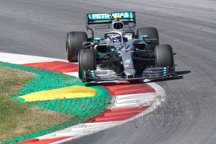 Valtteri Bottas endaði þriðji í Austurríki á undan liðsfélaga sínum, Lewis Hamilton, sem endaði fimmti.