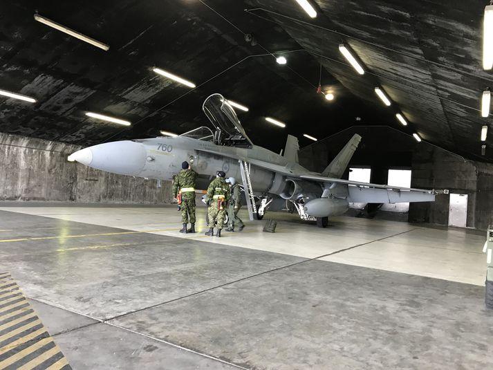 F/A 18 orrustuþota kanadíska flughersins á Keflavíkurflugvelli í júní 2017.