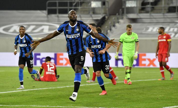 Romelu Lukaku fagnar eftir að hafa komið Inter í 2-0 gegn Bayer Leverkusen.