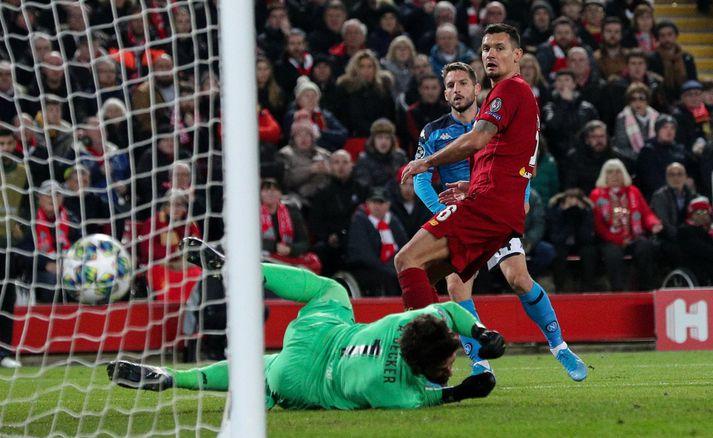 Dries Mertens skorar mark Napoli á Anfield í vikunni. Nordicphotos/Getty