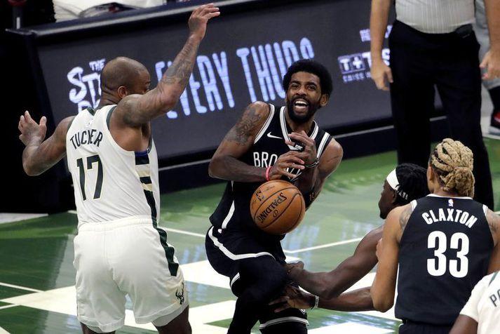 Kyrie Irving og félagar í Brooklyn Nets eru ekki að spila vel þessa dagana og stórleikur Irving dugði ekki í nótt.