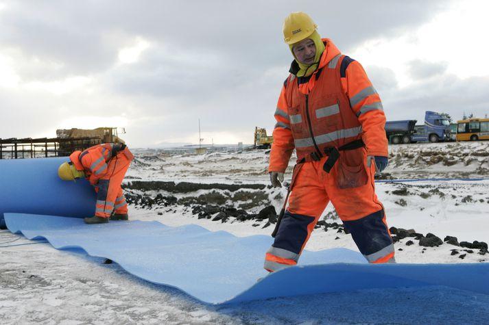 Erlendir verkamenn hér á landi starfa flestir í byggingariðnaði.