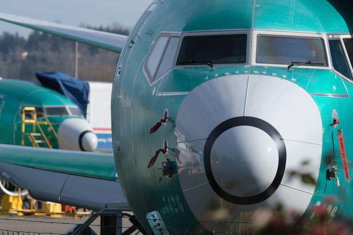 Boeing 737 MAX 8 vél á flugbraut í Renton í Washington.