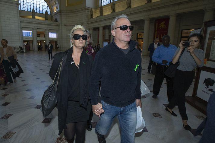 Charlotte Charles og Tim Dunn, foreldrar Harry Dunn.