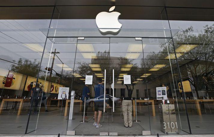 Verslunum Apple víða um heim hefur verið lokað og þykir það grafa undan þeim sögusögnum að von sé á nýjum síma og það jafnvel í dag.