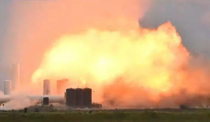 Sprengingin var mikil og er sögð hafa skemmt starfsstöð SpaceX í Texas.