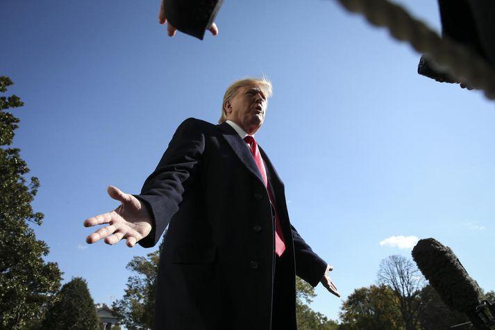 Trump fór með fjölda ósanninda um efni kvörtun uppljóstrara þegar hann ræddi við fréttamenn í gær.