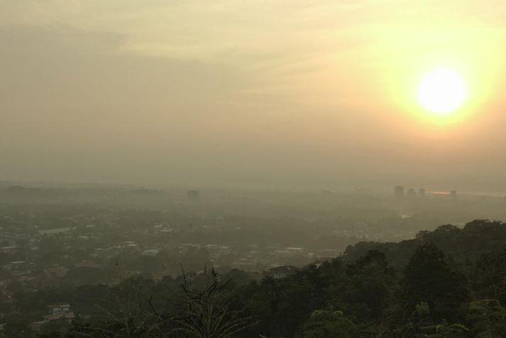 Mengunarmistur yfir borginni Davao á Filippseyjum frá skógareldum á Indónesíu af völdum þurrka í september.