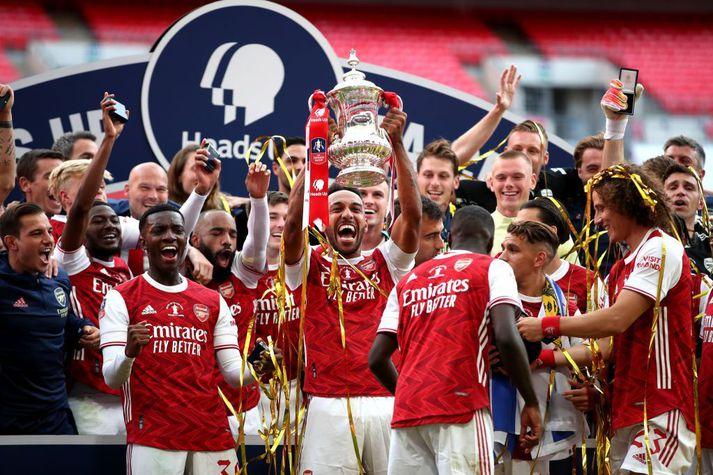 Arsenal er handhafi bikarmeistaratitilsins og freistar þess að komast áfram í 16-liða úrslit í hádeginu.