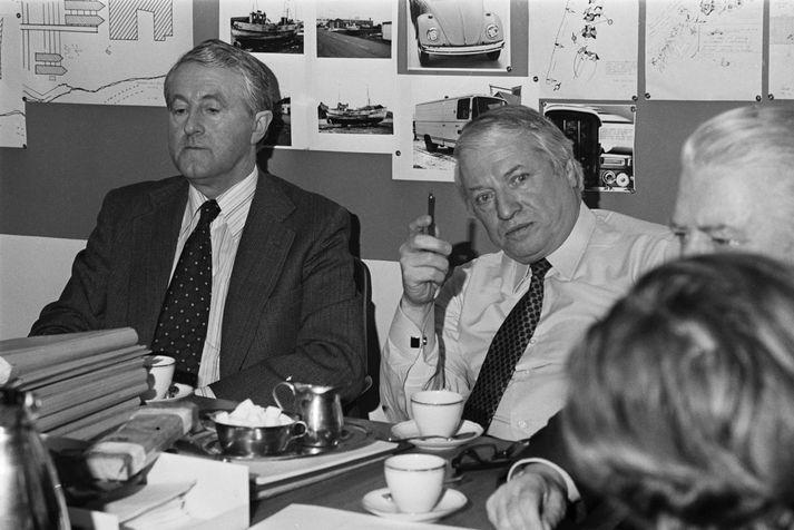 Karl Schütz (í hvítri skyrtu) hélt blaðamannafund um lausn Geirfinnsmáls árið 1977.