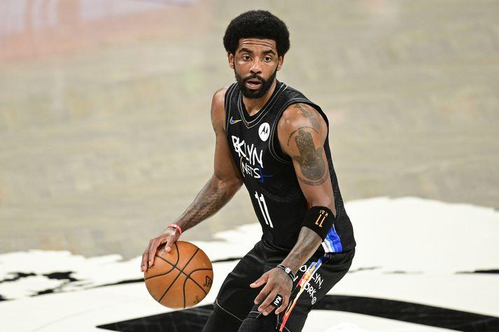 Kyrie Irving mun hvorki æfa né spila með Brooklyn Nets nema hann láti bólusetja sig.