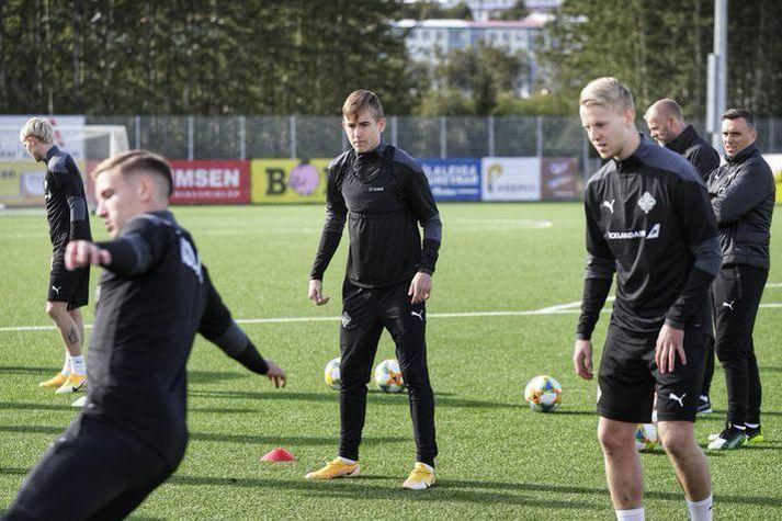 Ísak Bergmann Jóhannesson á æfingu með U-21 árs landsliðinu.