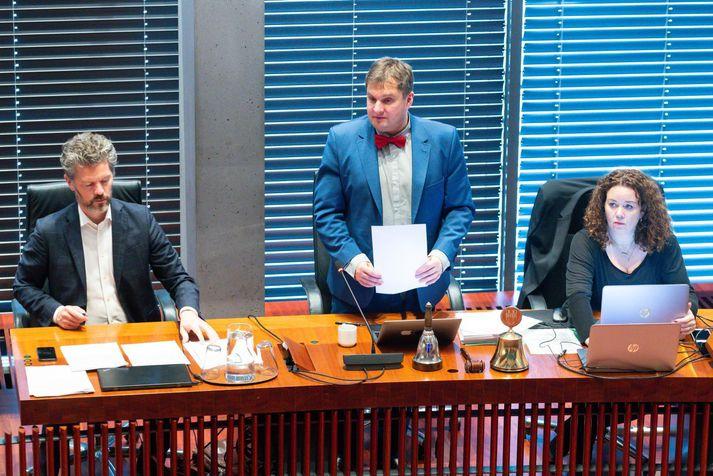 Dagur B. Eggertsson borgarstjóri, Pawel Bartoszek borgarfulltrúi og Helga Björg Laxdal, skrifstofustjóri borgarstjórnar á borgarstjórnarfundi.