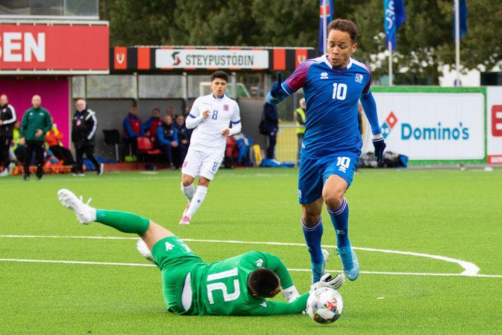 Mikael í leik með U-21 árs landsliðinu.