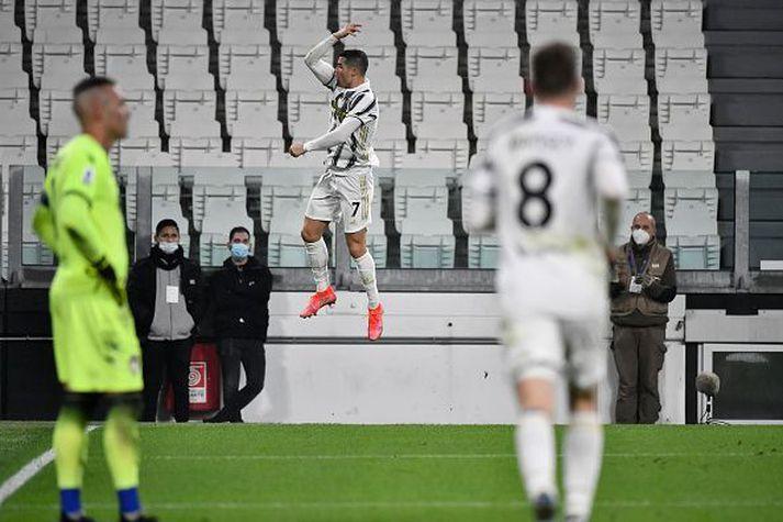 Ronaldo sá um botnliðið í kvöld og hélt Juventus á lífi í toppbaráttunni.