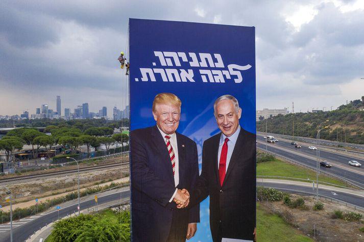 Netanjahú hefur nýtt sér náið samband við ríkisstjórn Trump Bandaríkjaforseta í kosningabaráttunni.