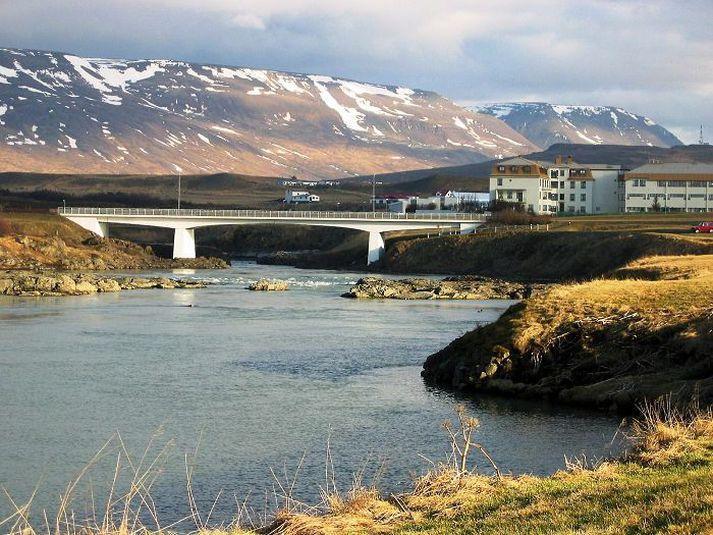 Starfsfólk Vegagerðarinnar verður á svæðinu til þess að leiðbeina vegfarendum um hjáleiðir.