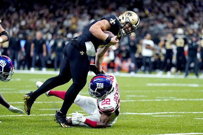 Taysom Hill, leikstjórnandi hjá New Orleans Saints, hljóp hreinlega yfir mann og annan í leiknum á móti New York Giants um síðustu helgi.
