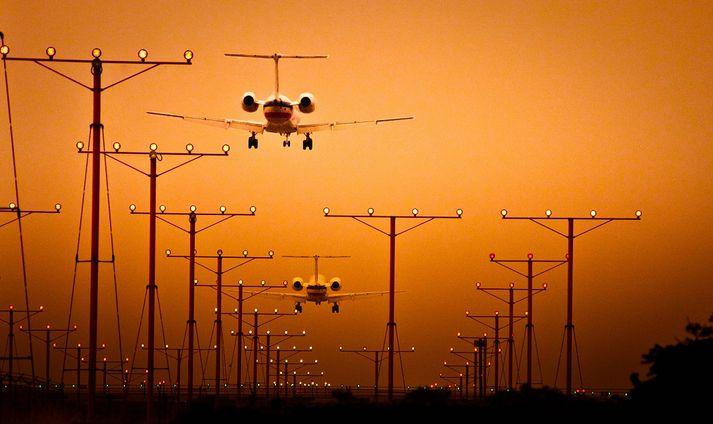 LAX-flugvöllurinn er alþjóðaflugvöllurinn í Los Angeles.